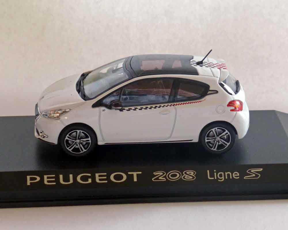 Peugeot 208 weiss, Ligne S