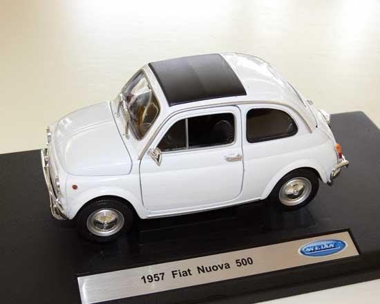 klassiker 1 18 fiat 500 nuova 1957 weiss automodelle und modellautos von peugeot citroen. Black Bedroom Furniture Sets. Home Design Ideas
